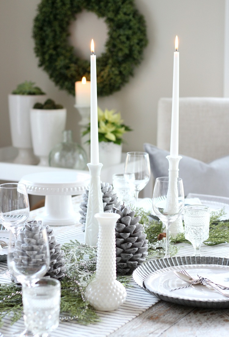 Christmas Table Setting with Touches of Nature-inspired and Vintage Decor