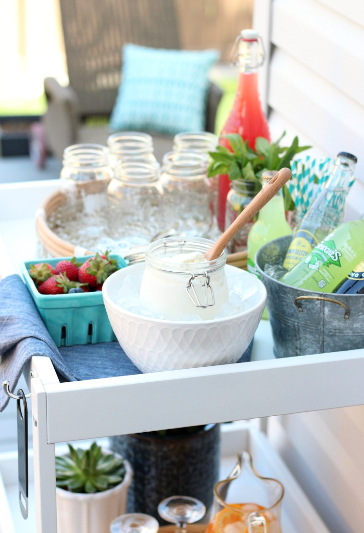 Your guests will love this ice cream float bar. Perfect dessert idea for an outdoor summer party!