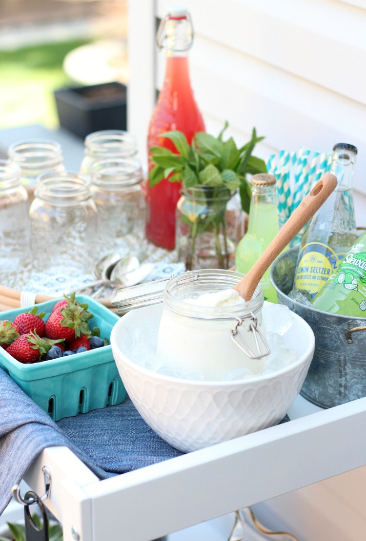 ICE CREAM FLOAT BAR - Hosting an outdoor party? Put together an ice cream float bar for dessert. A fun, easy and delicious outdoor entertaining idea!