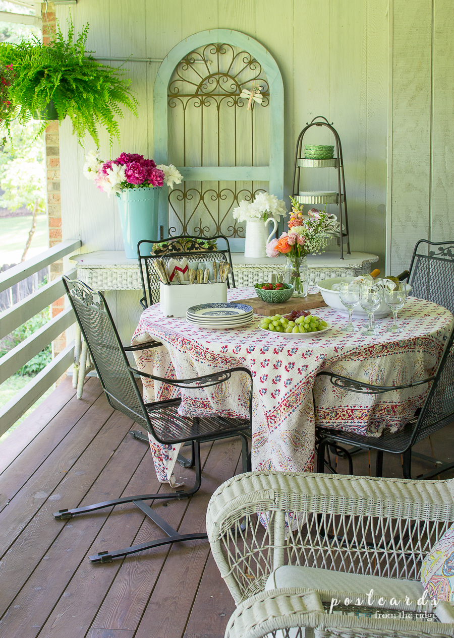 Dining Al Fresco with Vintage Finds and Flowers - Postcards from the Ridge