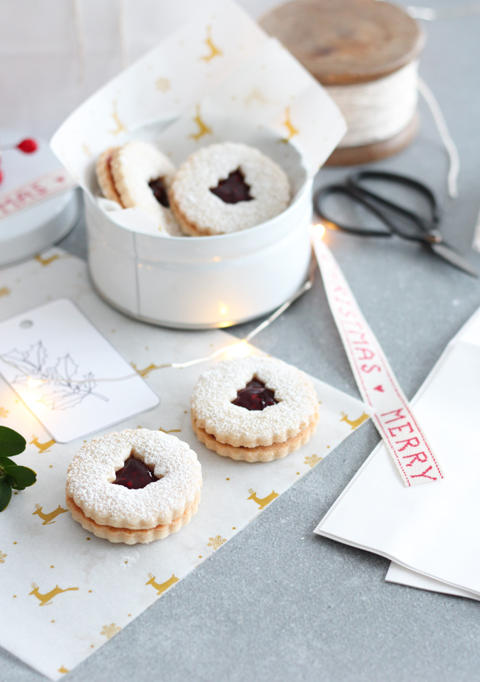 How to Package Up Homemade Cookies for Christmas Gifts in Pretty Tins or Bags