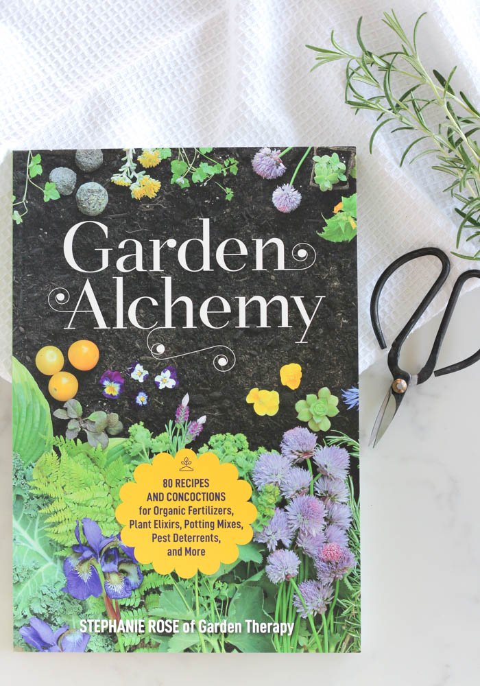 Garden Alchemy Book - 80 Recipes and Concoctions for Organic Fertilizers, Plant Elixirs, Potting Mixes, Pest Deterrents and More
