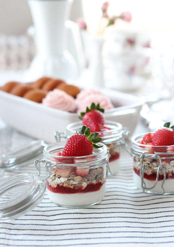 Strawberry Yogurt Parfaits in Jars