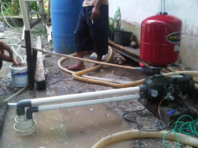 Membuat sumur bor manual - memasang pompa air