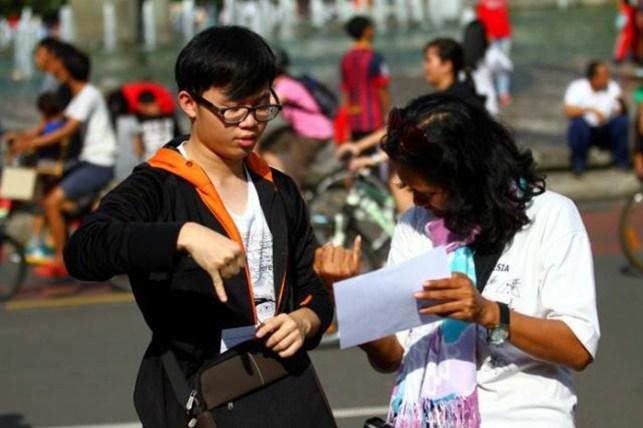 bahasa isyarat indonesia sehari-hari