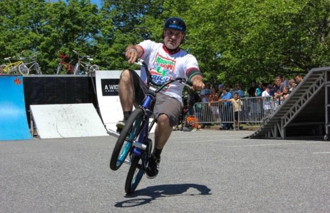 trik bmx wheelie