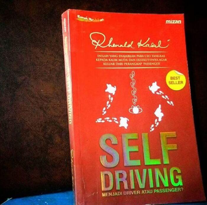 contoh resensi buku non fiksi rhenald kasali self driving