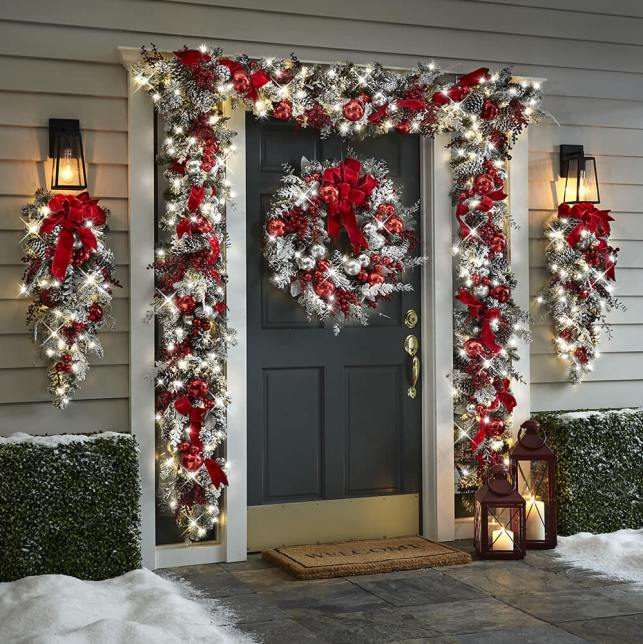 Red and Silver Wreaths with a Giant Garland - hammachercom
