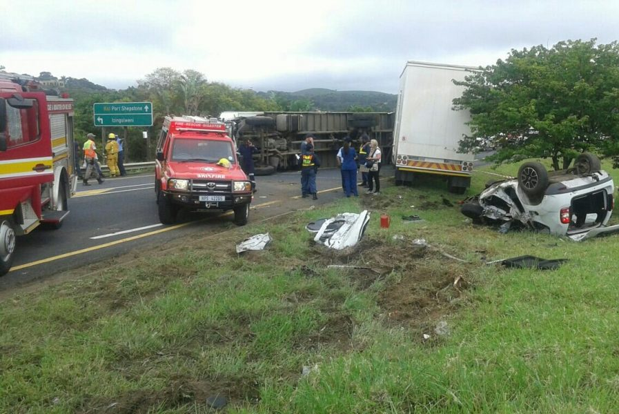 The scene of a truck accident on the KZN south coast that left six people dead in Friday.