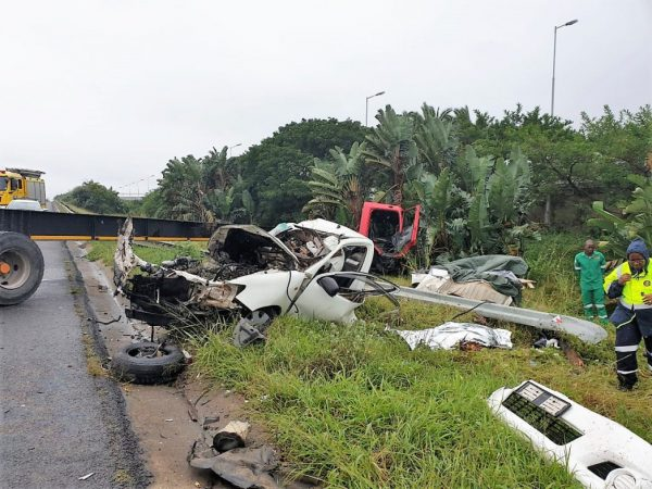 Two killed in N2 truck and bakkie crash