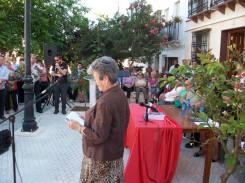 La hermana mayor de Juan Heredia dedicando unas palabras de agradecimiento al Pueblo de Gilena