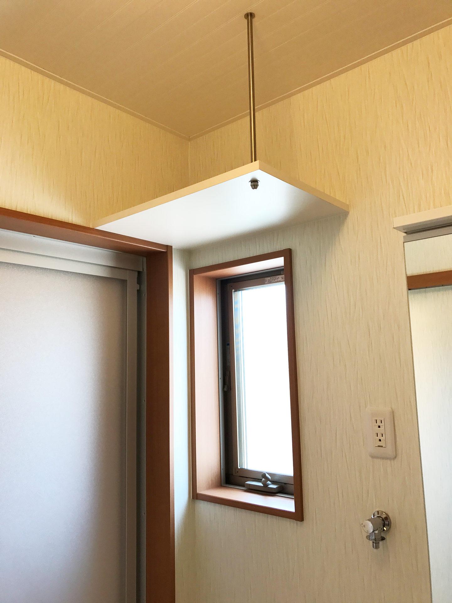 設計・デザインをした店舗(鍼灸接骨院)付き住宅の洗面脱衣室内収納棚