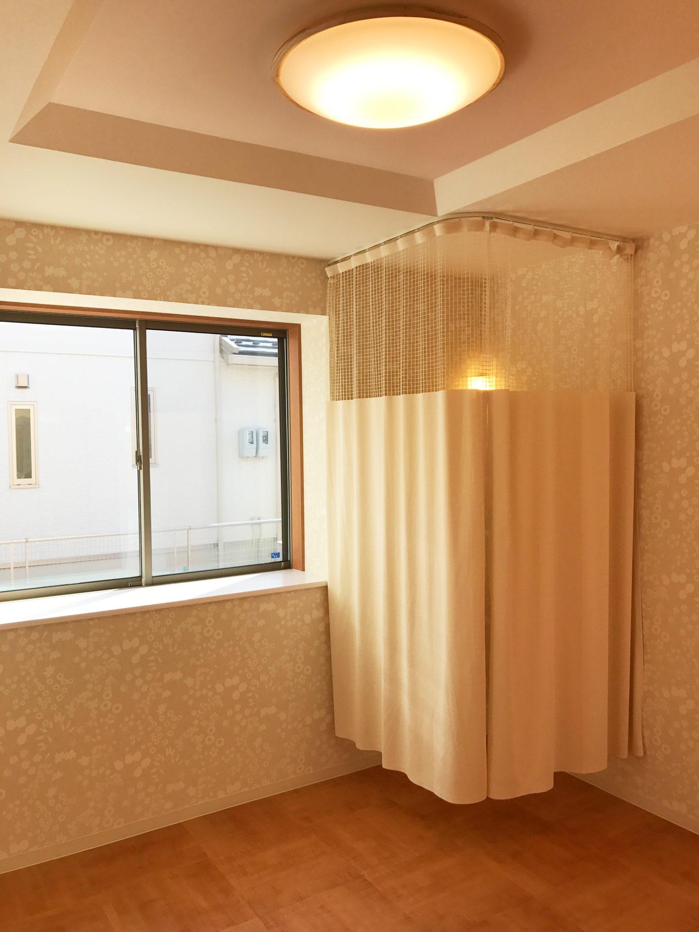 レディース治療院(はり・あん・マッサージ)付き二世帯住宅の施術室更衣スペース