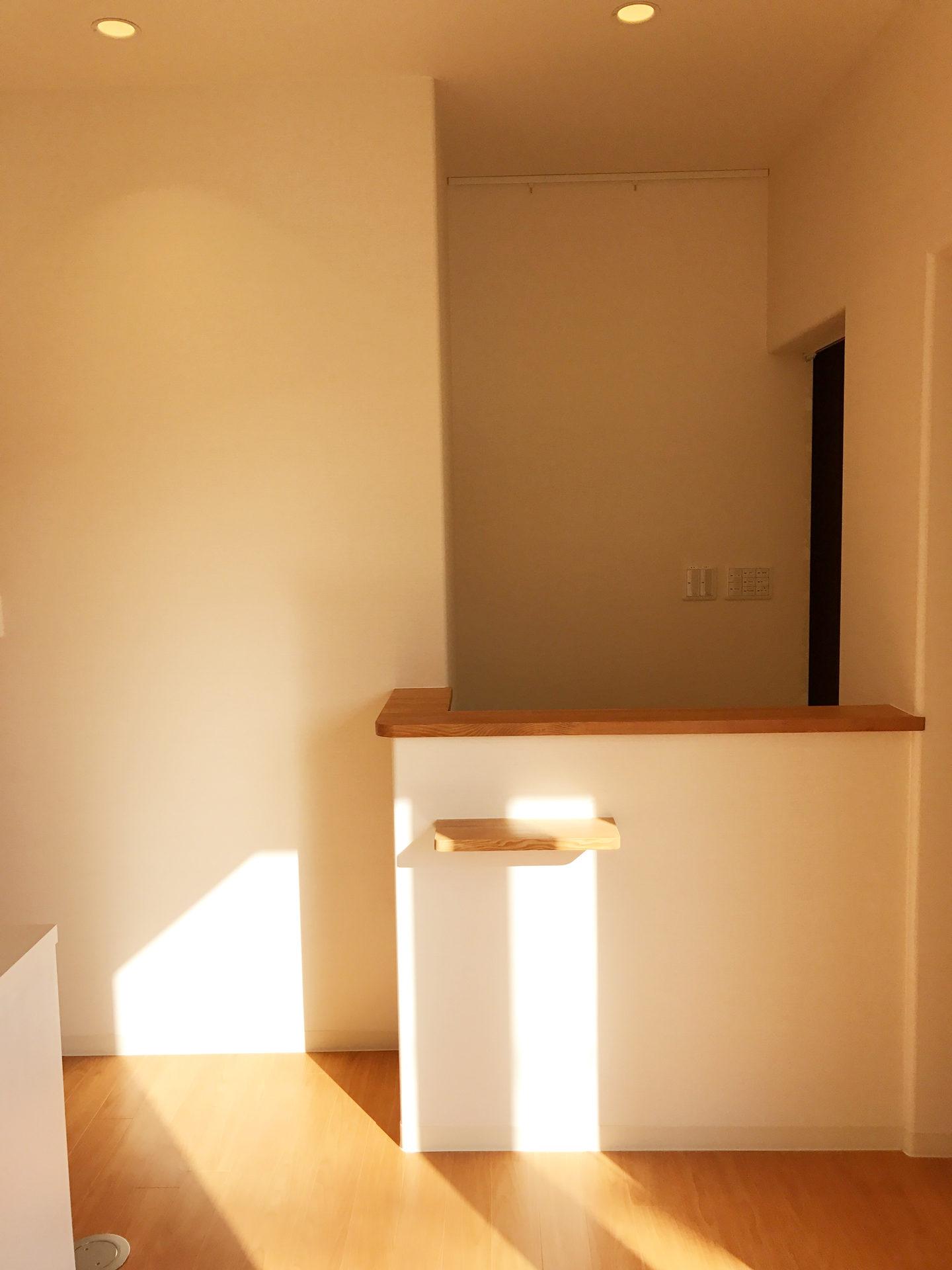 レディース治療院(はり・あん・マッサージ)付き二世帯住宅のかわいい受付カウンター