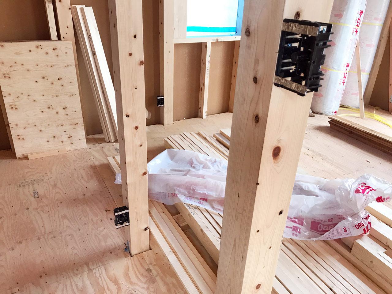 市街化調整区域の建て替え新築設計・デザインをしている住宅のコンセントボックス