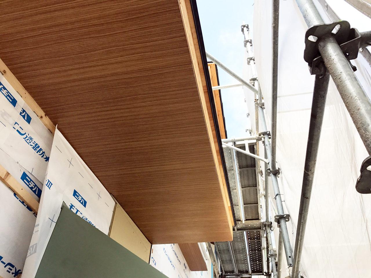 設計・デザインをしている市街化調整区域での建て替え注文住宅の防火木目調軒裏