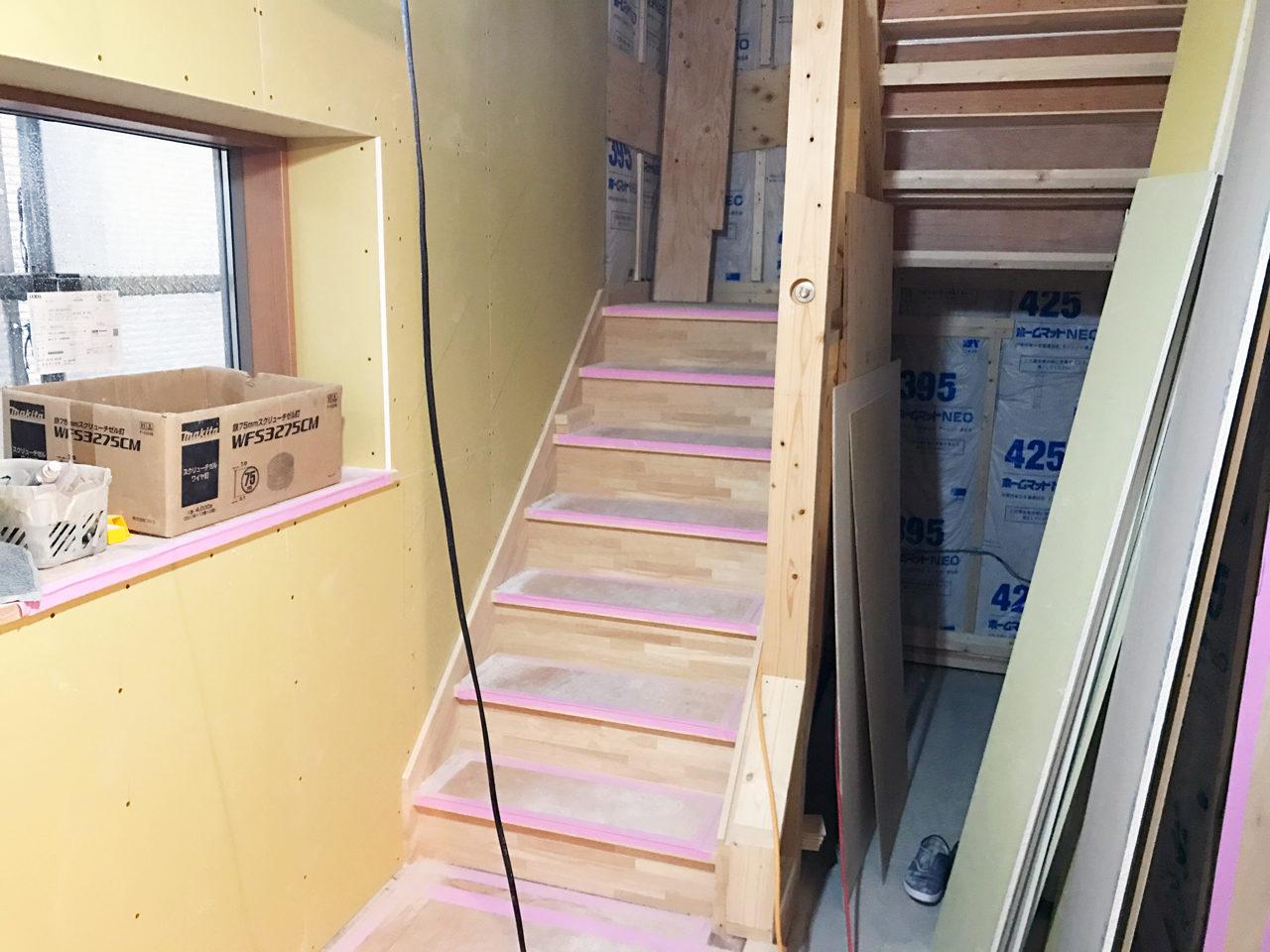 設計・デザインをさせていただいたレデイース治療院(はり・あん・マッサージ)付き二世帯住宅の階段設置