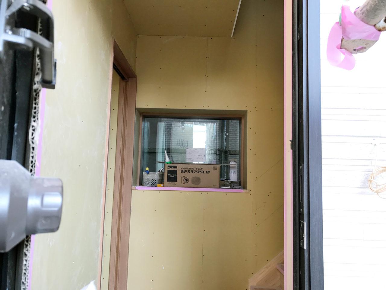 レディース治療院(はり・あん・マッサージ)付き二世帯住宅の明るい玄関