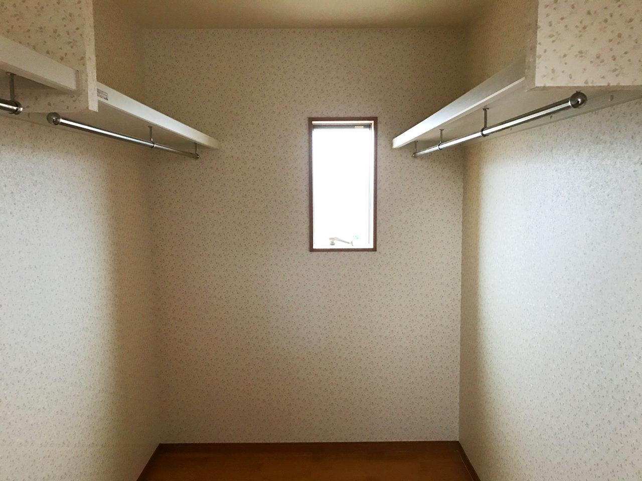 レディース治療院(はり・あん・マッサージ)付き二世帯住宅のウォークインクロゼット