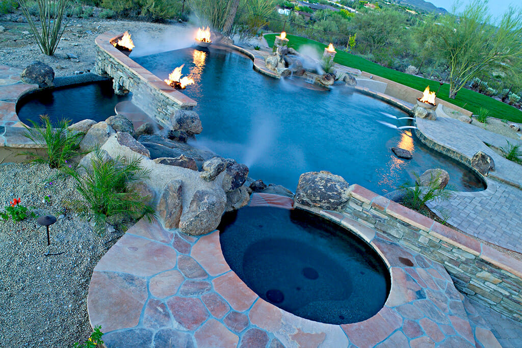 Saturn Pools builds in Phoenix, AZ