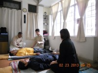students-practising-pran-therapy