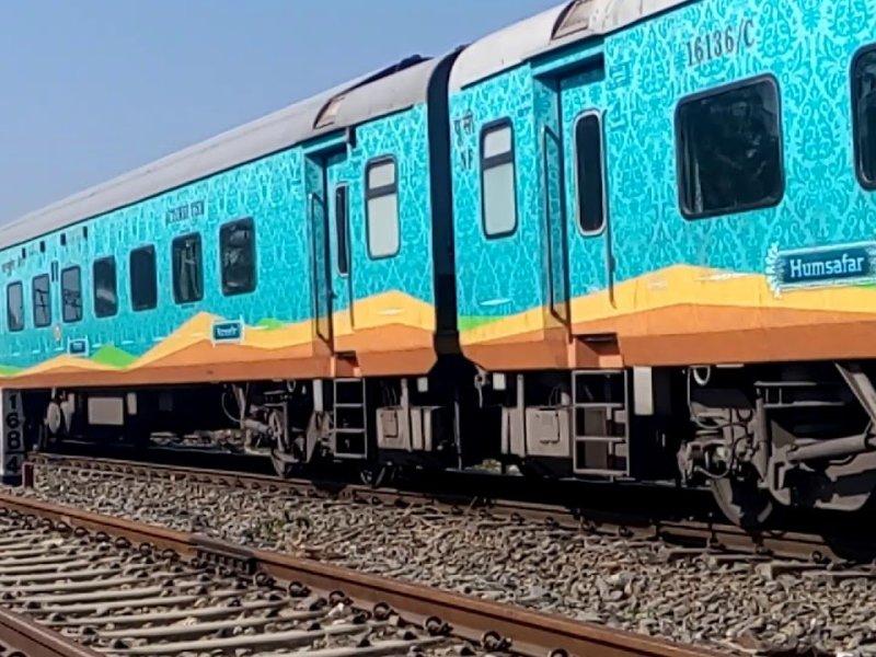 Top 10 Interesting Facts about Allahabad Anand Vihar Humsafar Express