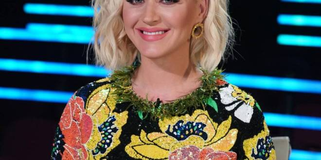 Katy Perry Is Unrecognizable With Bleached Eyebrows Tinkerbell Outfit