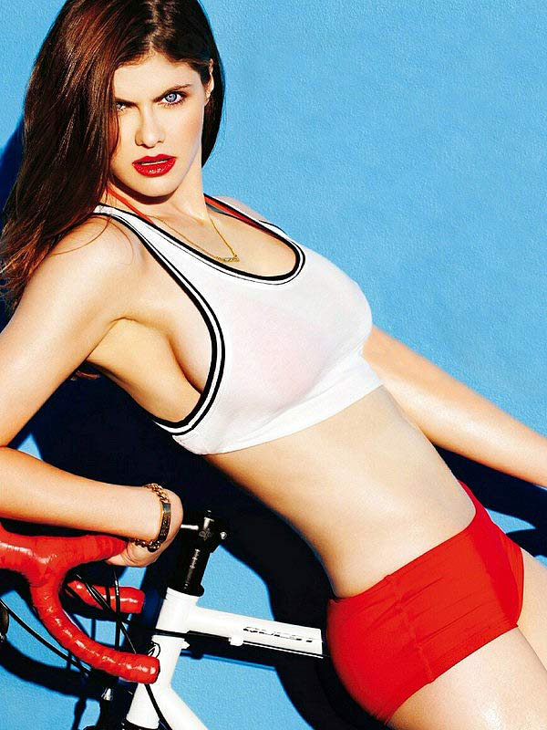 Alexandra Daddario sexiest pictures from her hottest photo shoots. (30)