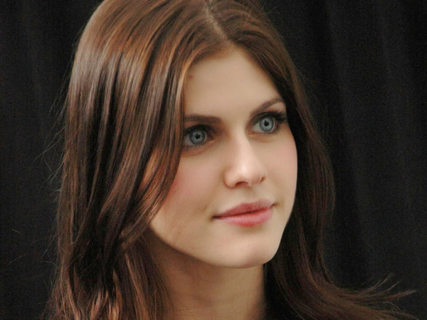 Alexandra Daddario sexiest pictures from her hottest photo shoots. (6)