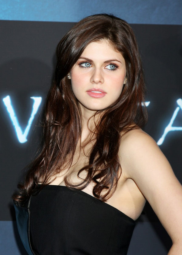 Alexandra Daddario sexiest pictures from her hottest photo shoots. (3)