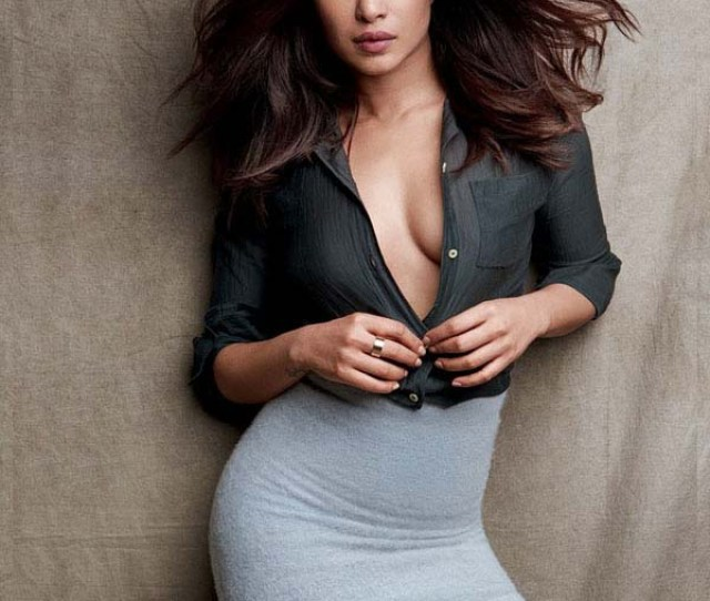 Priyanka Chopra Sexiest Pictures From Her Hottest Photo Shoots 44