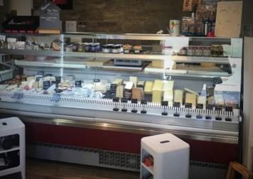 Laiterie3 A la laiterie d'Yvonand les sauces piquantes Swiss-Mex sont aussi en vente