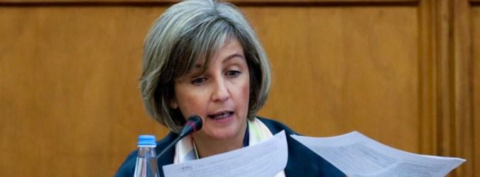 """Ministra rejeita saúde em """"modelo de supermercado"""" baseada em vales"""