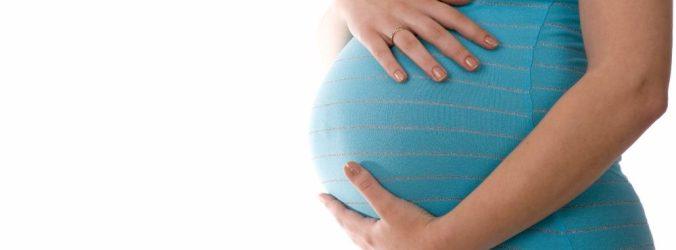 Covid-19: Mães infetadas podem transmitir doença aos filhos no útero