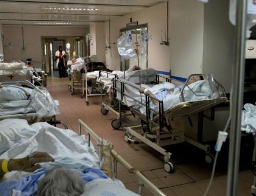 """Há dezenas de """"macas nos corredores"""" do Hospital de Setúbal, alerta Ordem dos Médicos"""