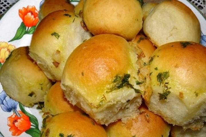 Pão de cebola com creme de alho