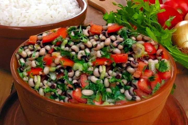 Salada de Feijão Fradinho com Tomate e Aipo