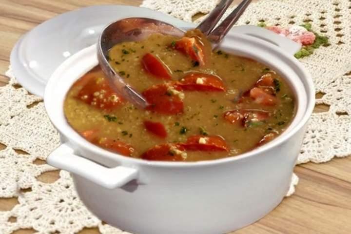 Sopa de aveia com tomates e queijo suíço