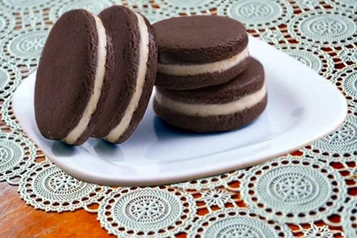 Biscoitos Recheados com Creme de Baunilha