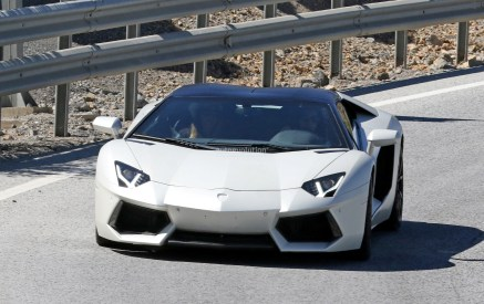 spy-pics-new-lamborghini-aventador-variant-incoming-could-be-the-performante_1