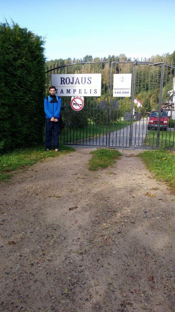 Pakeliui pavyko rasti netgi Rojaus vartus, deja buvo uždaryti...