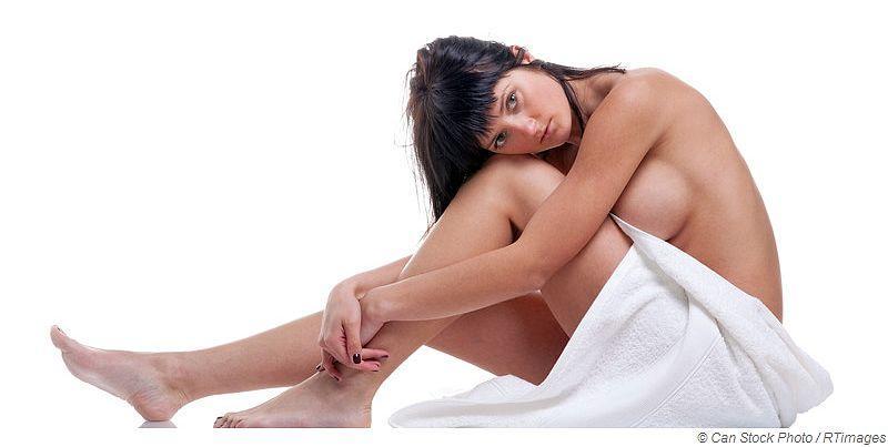 Saunabaden mit Silikonimplantaten in der Brust
