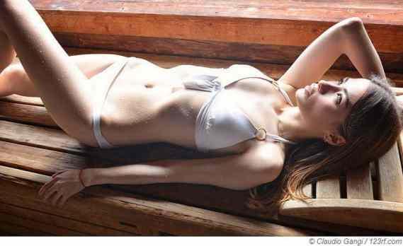 Auch in Badekleidung die Vorzüge einer Sauna genießen
