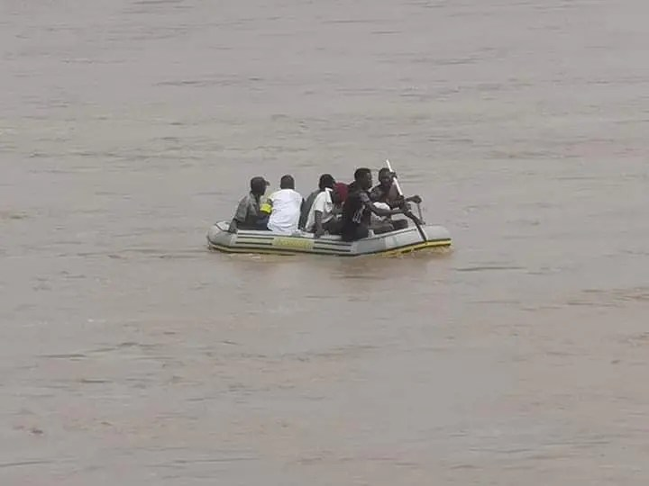 Video: Zimbabweans Dice With Death By Crossing Crocodile Infested Limpopo River