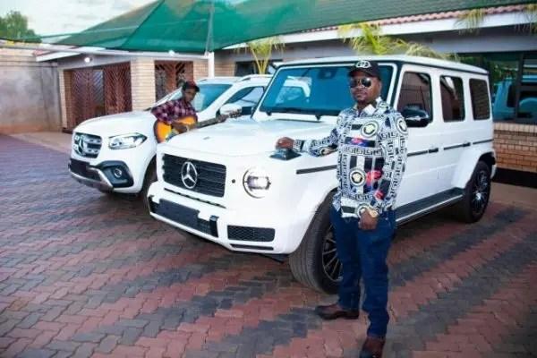 Boss Kangara buried with cash money