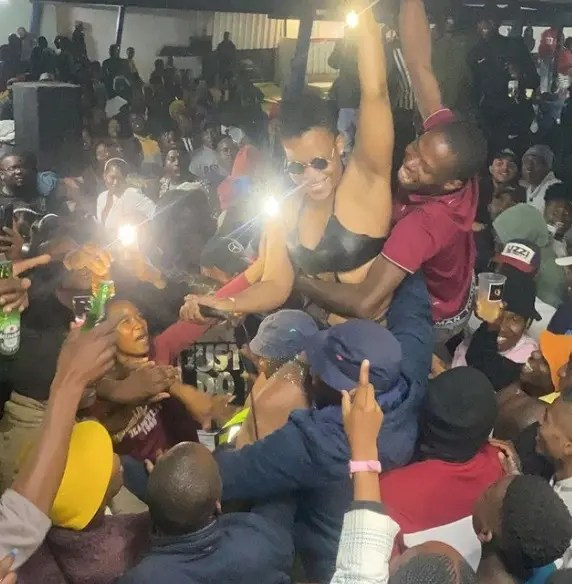 Video: The whole club scrambles for Zodwa Wabantu as she lets them touch her cookie again