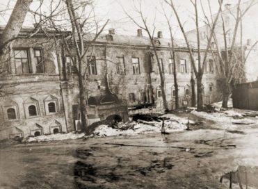Дворовый фасад Главного дома до реставрации