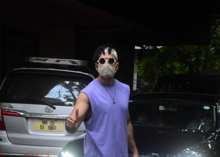 Ranveer Singh Spotted in Bandra