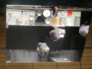 Gigantic mirror for the cooking demonstration