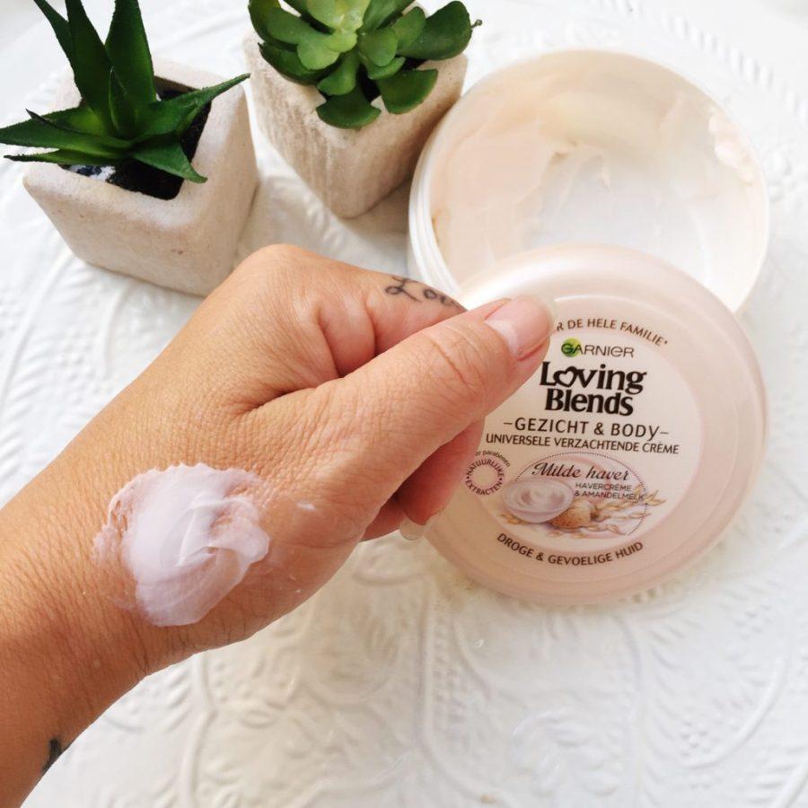 Gezichtscrème make up door een dummy